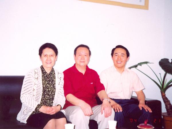 汤传忠与黑龙江儿科学科带头人李树林教授及夫人合影